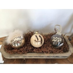 kerstbal 10 cm beige met veertjes en je naam/tekstje